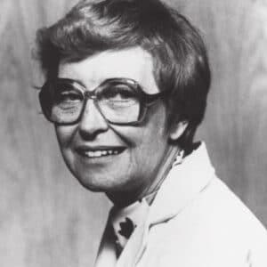 Foto em preto e branco da Dra. Norma Gill-Thompson